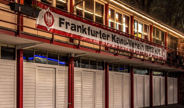 Das Bootshaus des Frankfurter Kanu-Verein zentral gelegen an der Friedensbrücke