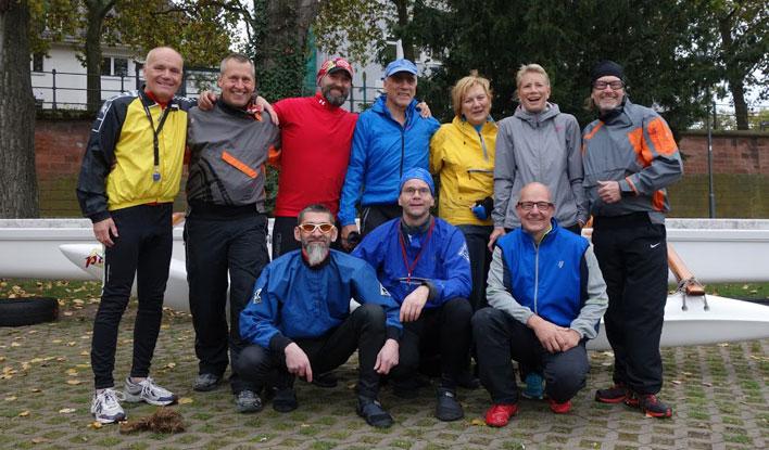 Gruppenfoto der Outrigger Paddler des Frankfurter Kanu-Vereins